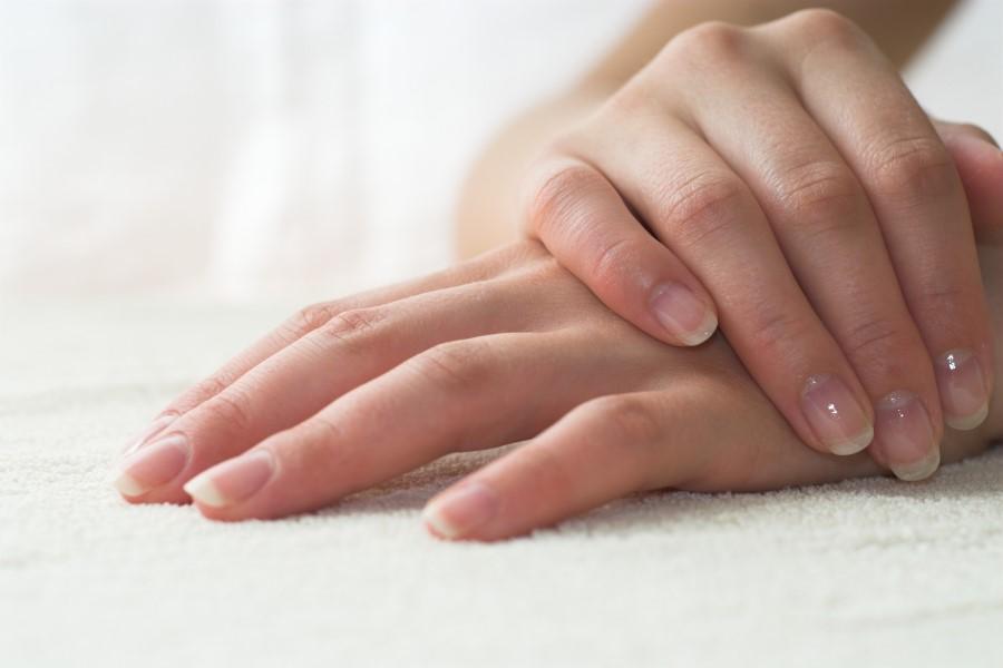 uhod za nogtyami1 - Народные средства в помощь по уходу за ногтями