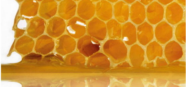 Очистим лицо с помощью меда