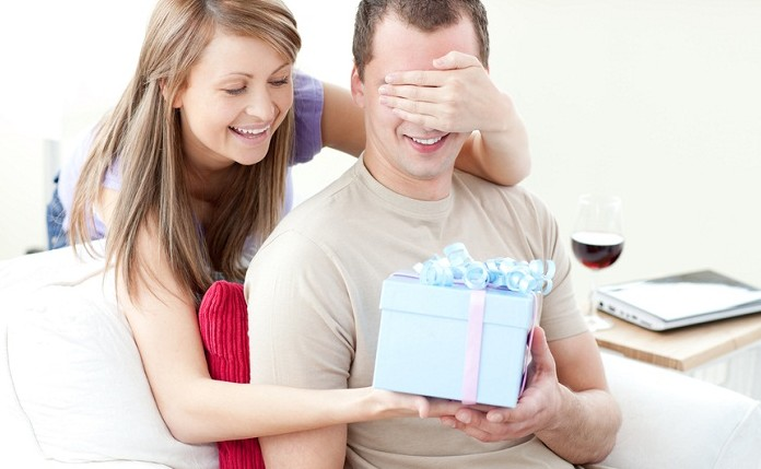 Что подарить мужчине в этот день?