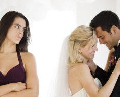 Почему мы не любим других женщин?
