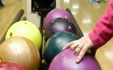 master klass bouling 370x230 - Мастер-класс для начинающих любителей игры в боулинг